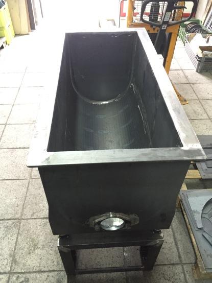 Vybrační vanový žlab