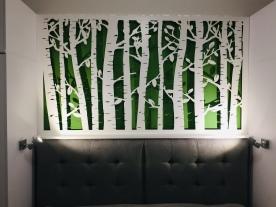 Dekorativní stěna posvícená